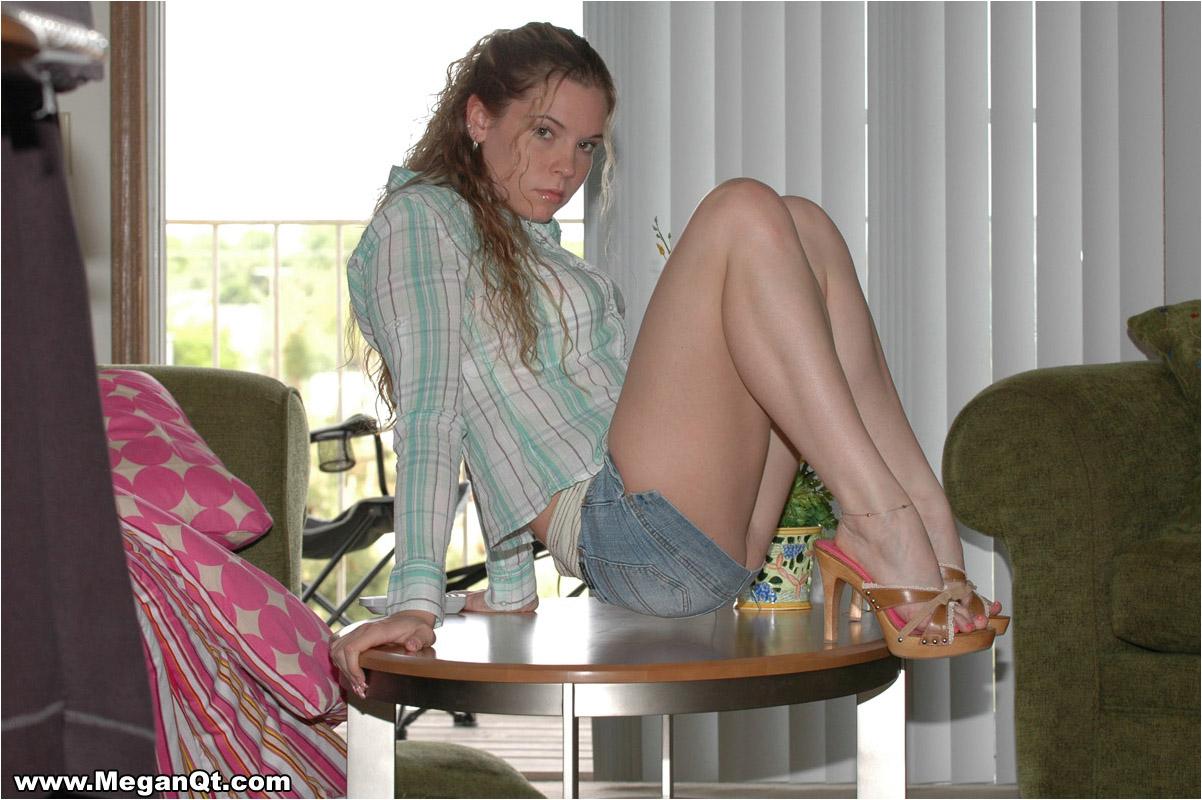 Suggest megan qt short skirt